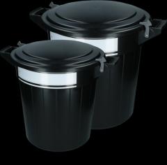 Voerton 40 liter zwart met deksel, lock en schrijflabel